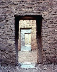 480px-Chaco_Canyon_Pueblo_Bonito_doorways_NPS